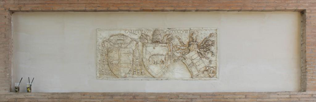 Historiallinen baaritiski sillan torniosan porttikaaressa