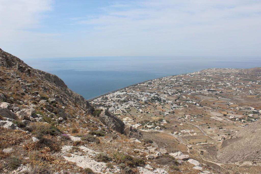 Näkymä ylhäältä antiikin Therasta Perissan suuntaan