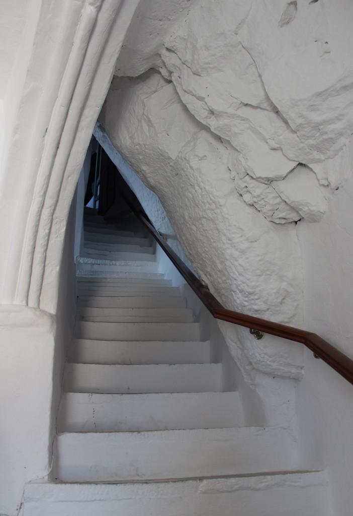 Portaat eteisestä varsinaisiin luostaritiloihin