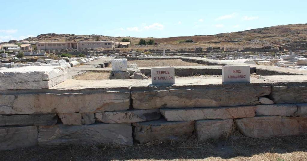 Apollonin temppelin perustus