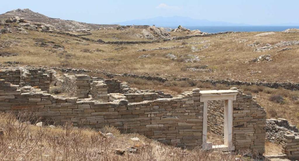 Jo muinaiset matkalaiset tarvitsivat yösijaa ja ravitsemuspalveluita. Kuvassa oletetun hotellin rauniot.