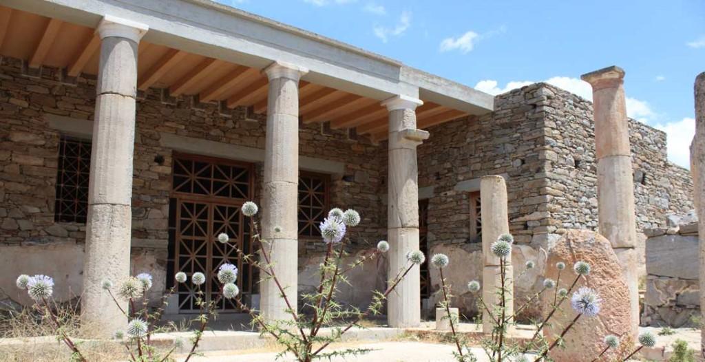 Naamioiden talo on rakennettu uudelleen oletettuun muotoonsa.