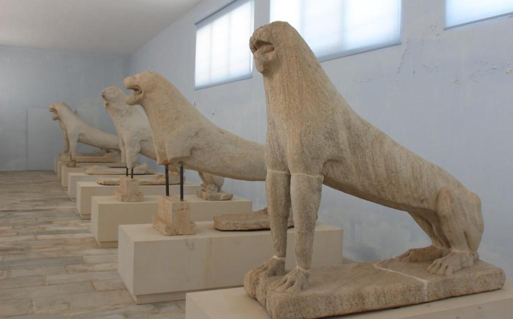 Alkuperäiset leijonapatsaat Deloksen museossa