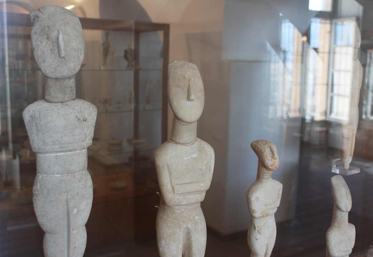 Naksoksen arkeologisen museon kokoelmia