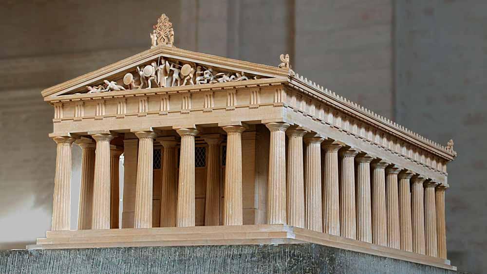 Temppelin pienoismalli, rakennus oletetussa alkuperäisessä muodossaan