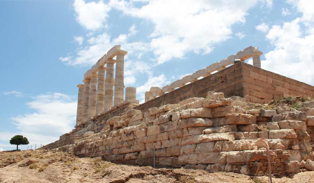 Temppelin perustus ja pylväitä