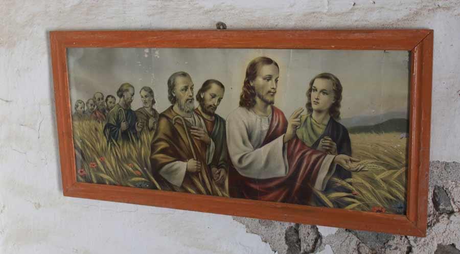 Taulu jossa Jeesus ja opetuslapset viljapellolla. Tähän teemaan olen törmännyt Suomessakin.