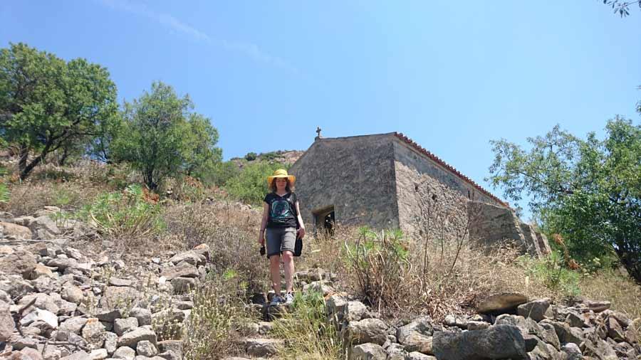 Polulla Agios Georgioksen kirkon edustalla