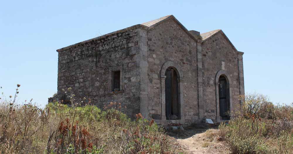 Agios Dimitrios ja Agios Georgios, vierekkäiset kappelit kukkulan huipulla