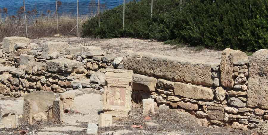 Tophetin paikka ja hautakivi