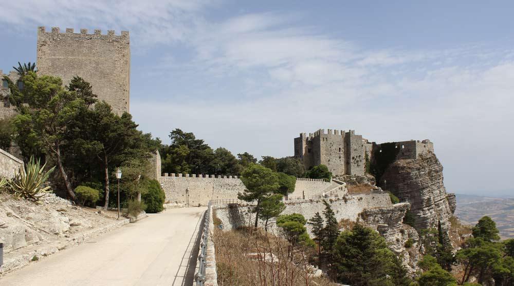 Normanniaikainen Castello di Venere on rakennettu Astarten / Afroditen temppelin paikalle Ericessä.