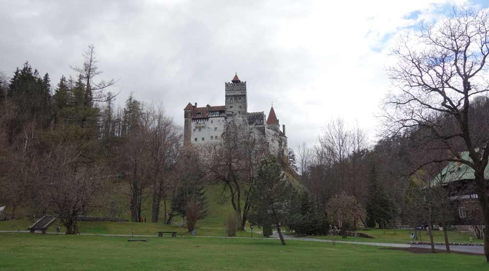 Branin linna etäältä
