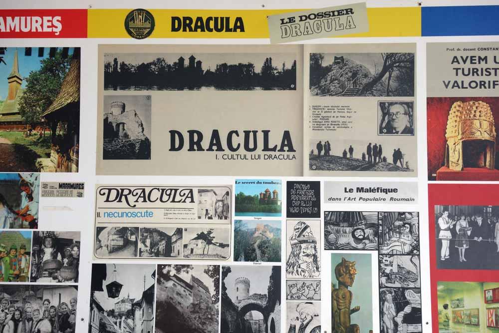 Romanian kommunistisen ajan Dracula-aiheista matkailumainontaa. Kuvia mainoksista. Kuva Rasnovin linnoituksesta.