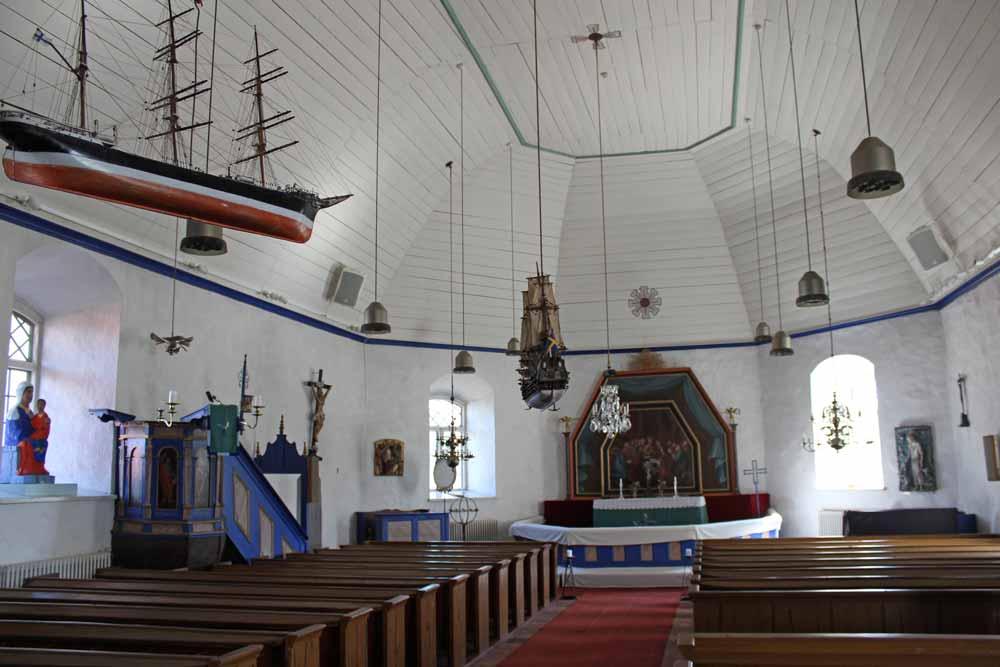 Sisäkuva kirkosta.